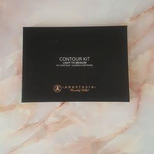 Brand new Anastasia Contour Kit